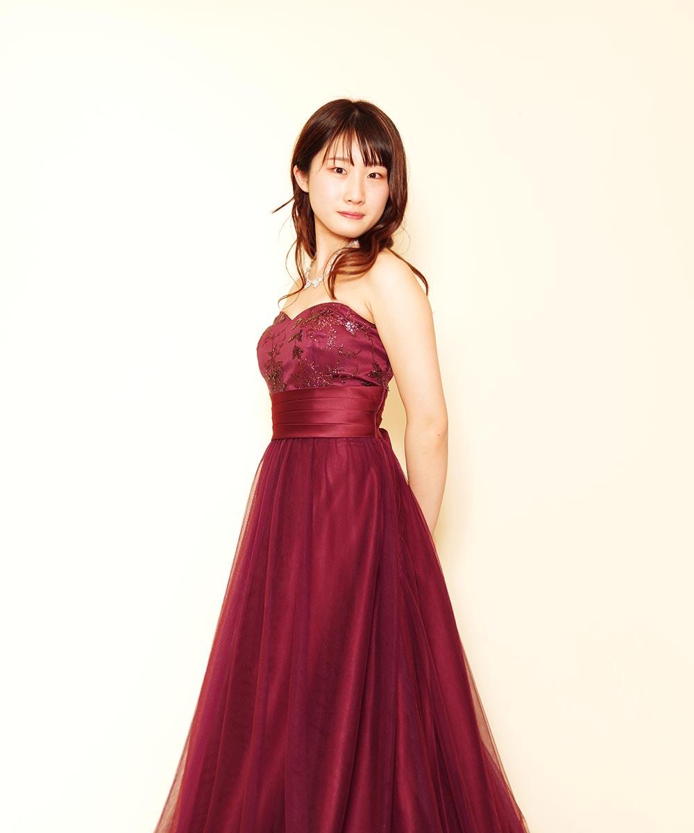 レッドカラードレスをご購入頂いてから撮影を行ったプロフィール写真