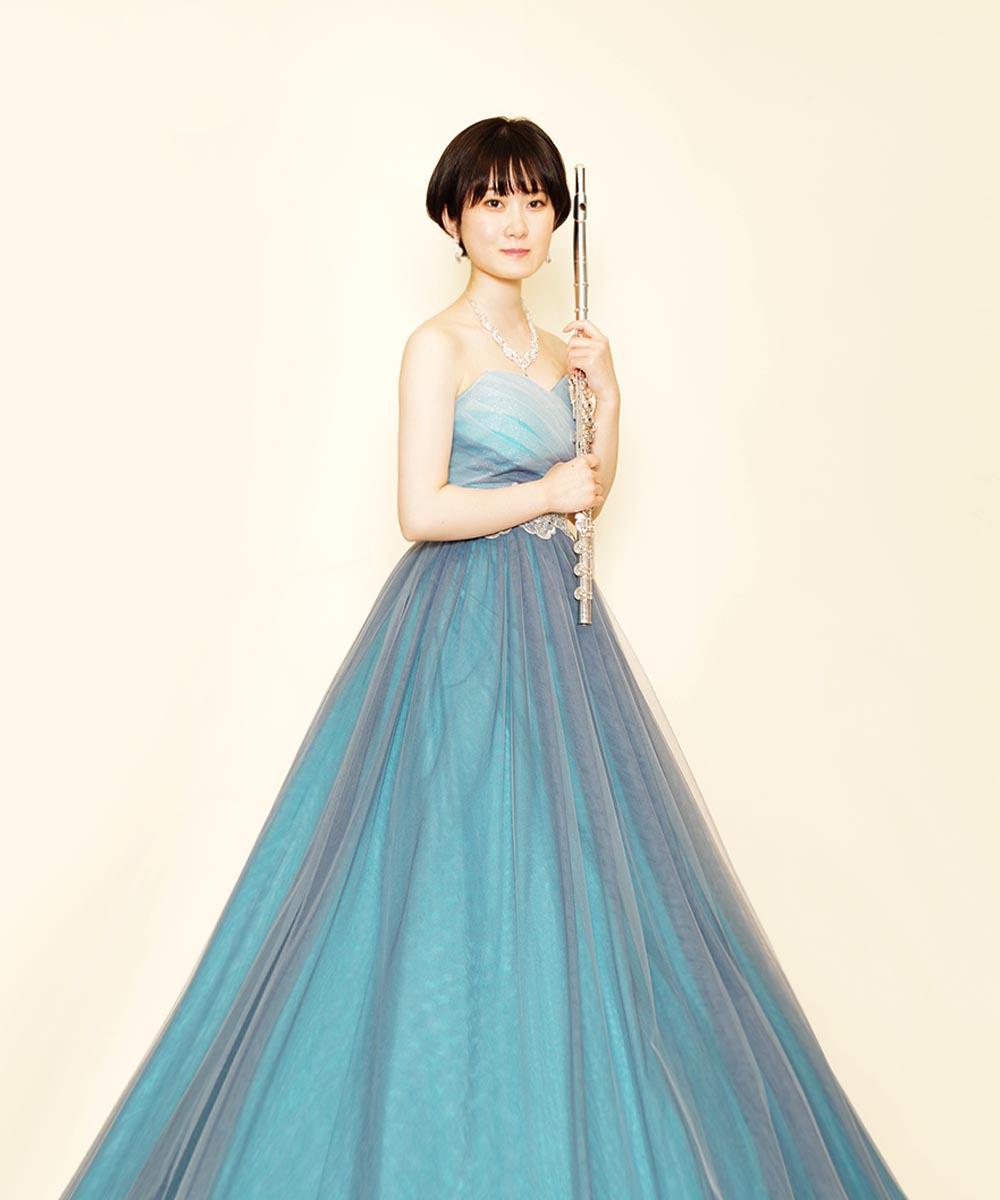 ブルーのドレスをレンタル着用頂いたフルート奏者のお客様のプロフィール写真