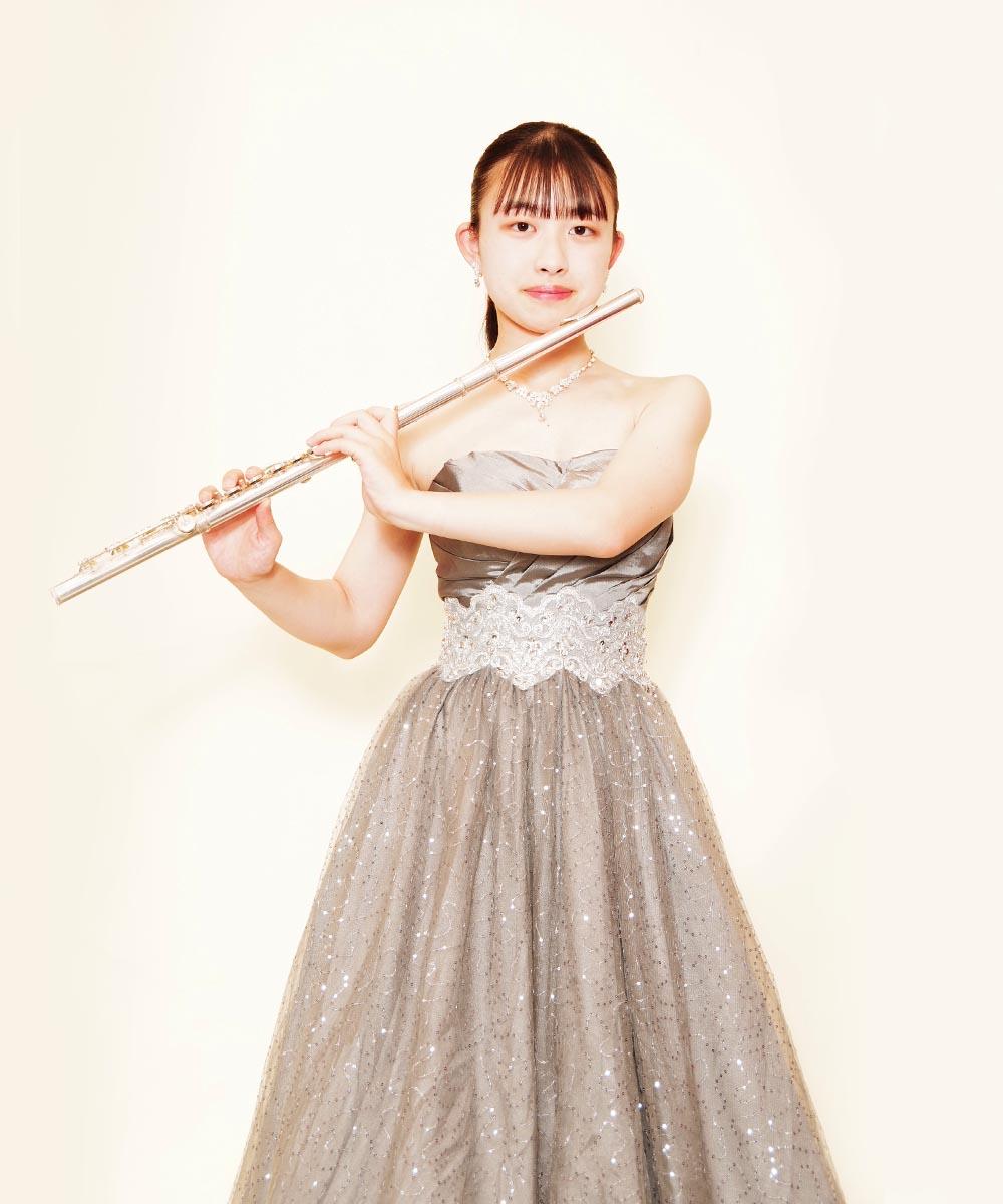 2回目の撮影でご来店頂いたフルート奏者のお客様のシルバードレスを購入頂いてからの宣材写真撮影
