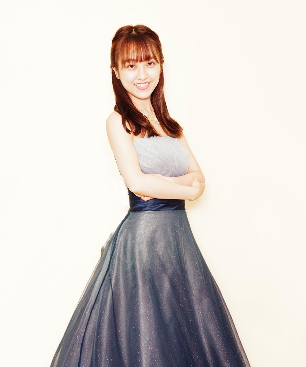 人気のグリッターネイビーカラードレスを購入頂いてから撮影を行った演奏家のお客様のお写真